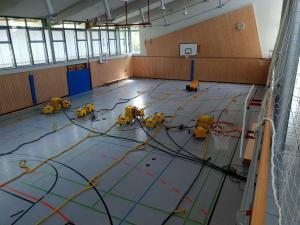Trocknung einer Turnhalle nach Wasserschaden